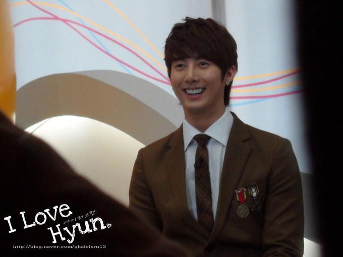 20111114 Mnet 와이드연예뉴스 – 김형준
